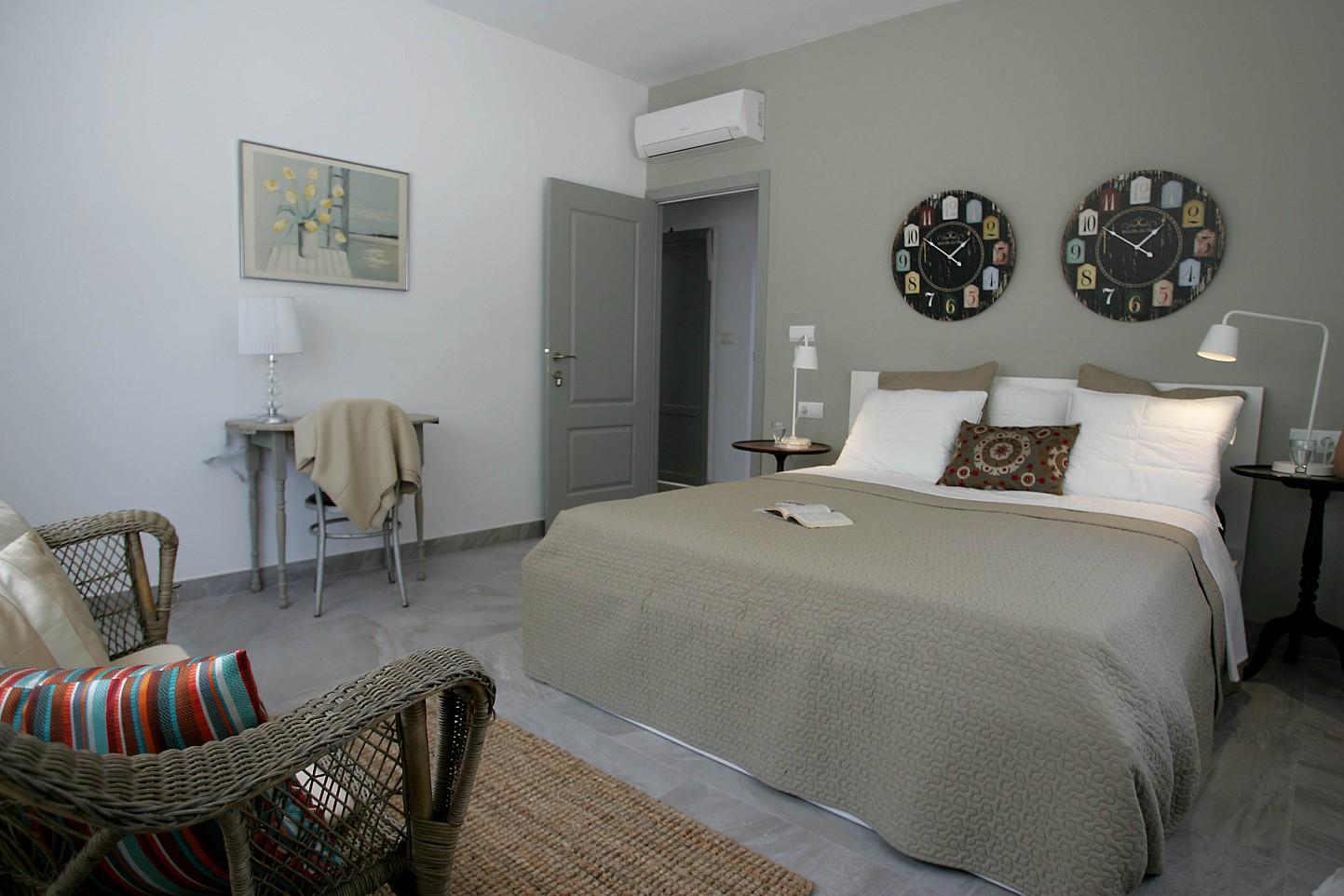 Роскошная спальня виллы в аренду в Кала Жондаль