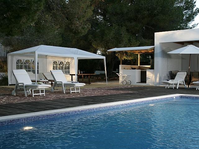 Hamaques al costat de la piscina