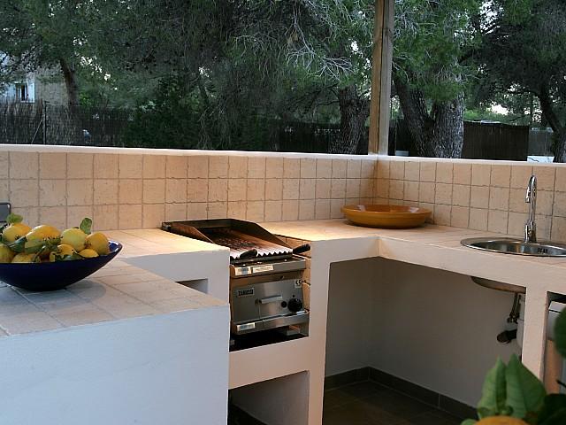 Cocina exterior completamente equipada