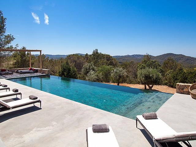 Sublima propietat en lloguer amb vistes impressionants a Eivissa