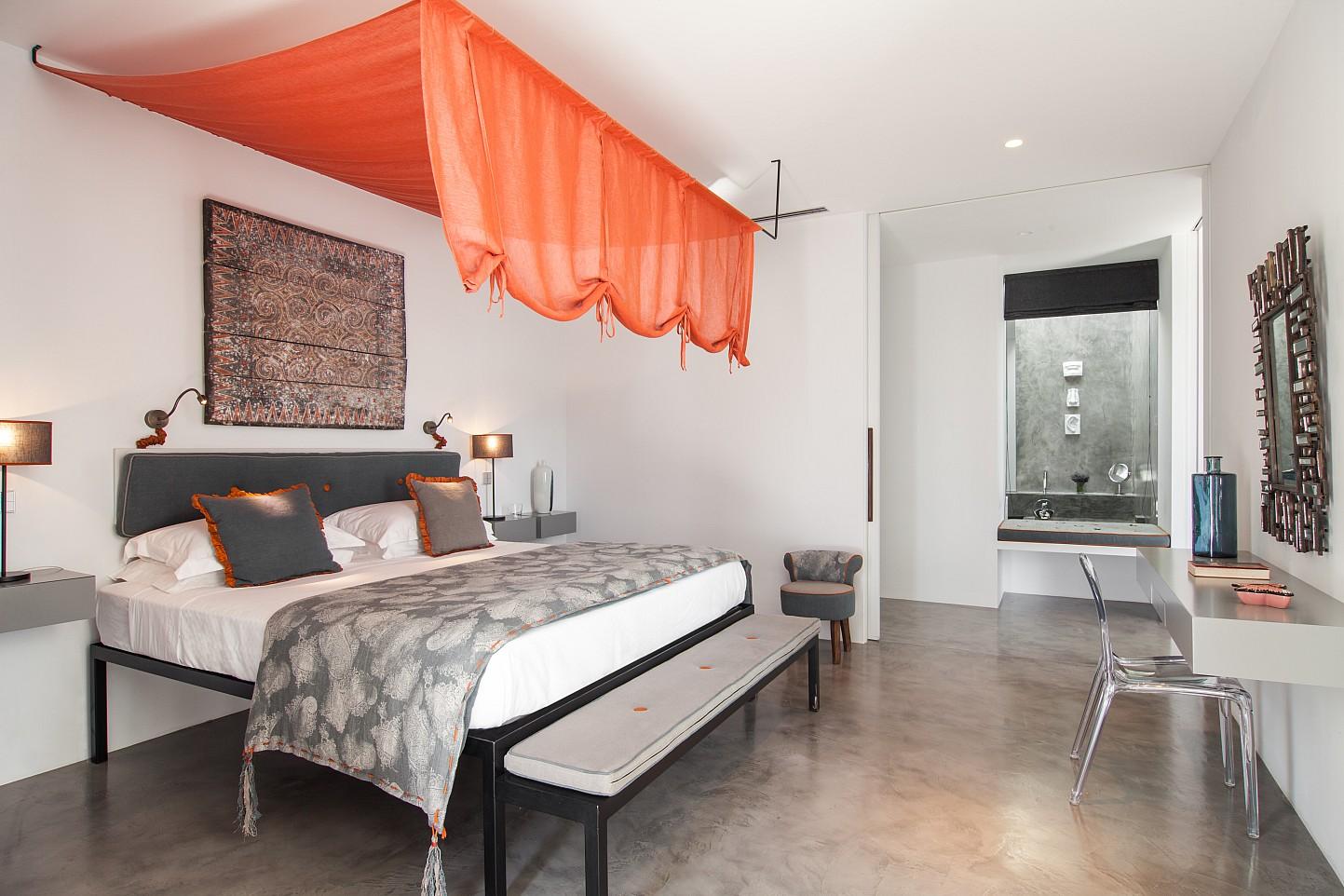 Роскошная спальня  виллы в аренду на Ибице