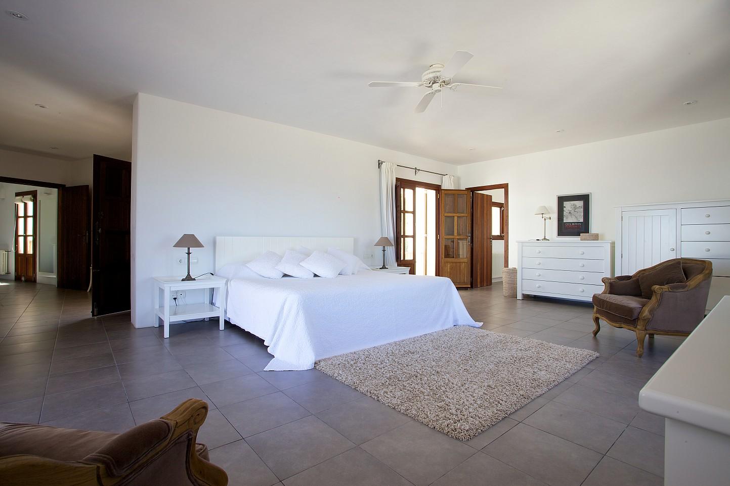 Шикарная спальня виллы на продажу в Сан Карлос