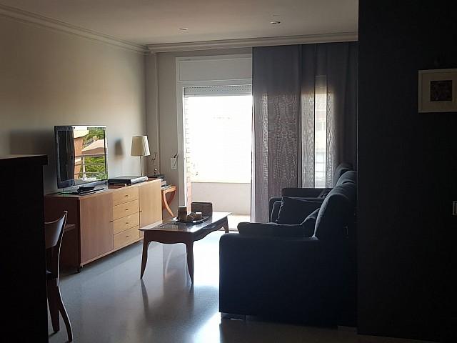 شقة رائعة للإيجار في منطقة ماتارو العائلية مع موقف سيارات وتخزين.