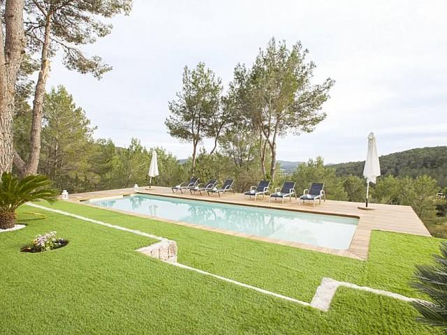 Jardí amb piscines i hamaques