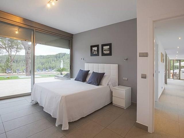 Dormitori amb vistes al jardí