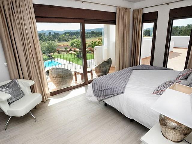 Dormitori amb accés a la terrassa