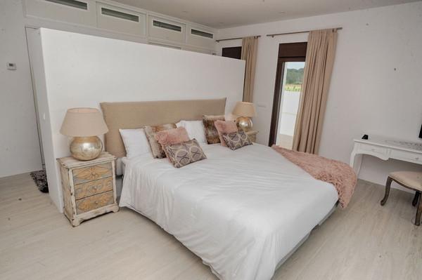 Шикарная спальня виллы в аренду в Санта Жертрудис