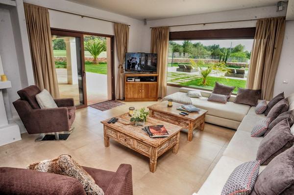 Роскошная гостиная виллы в аренду в Санта Жертрудис