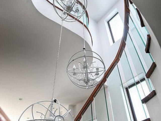 Escaleras de acceso a los pisos superiores
