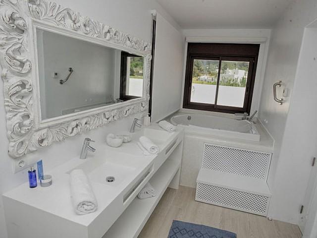 Bany complet amb banyera