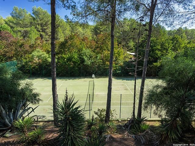 Magnífiques vistes de la pista de tennis