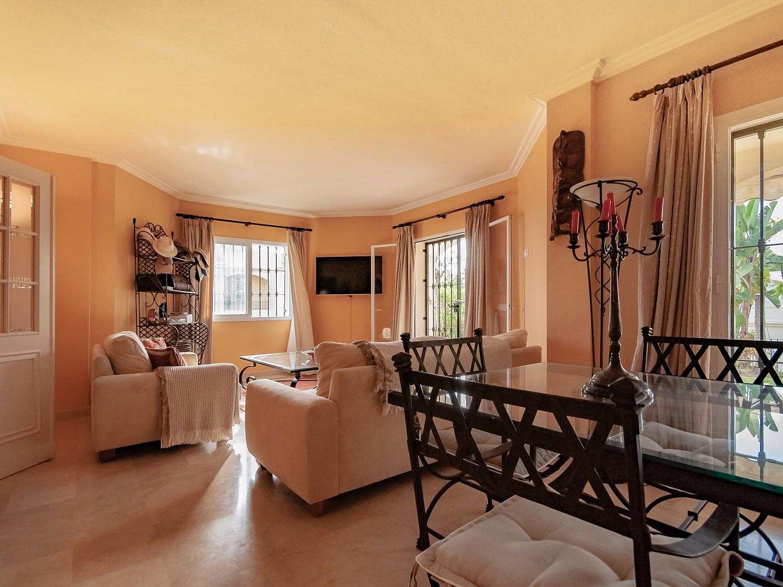 Квартира на продажу в Бенахавис, Малага
