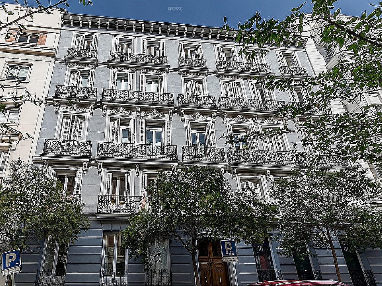 Полу-внешний пентхаус на продажу в Реколетос, Мадрид