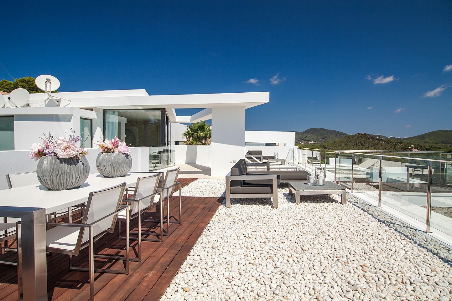 Gran terrassa solejada al pis superior