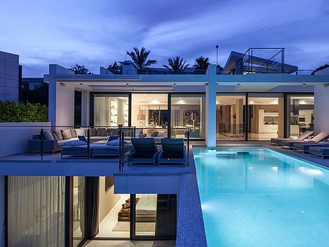 Buena iluminación del exterior de la casa