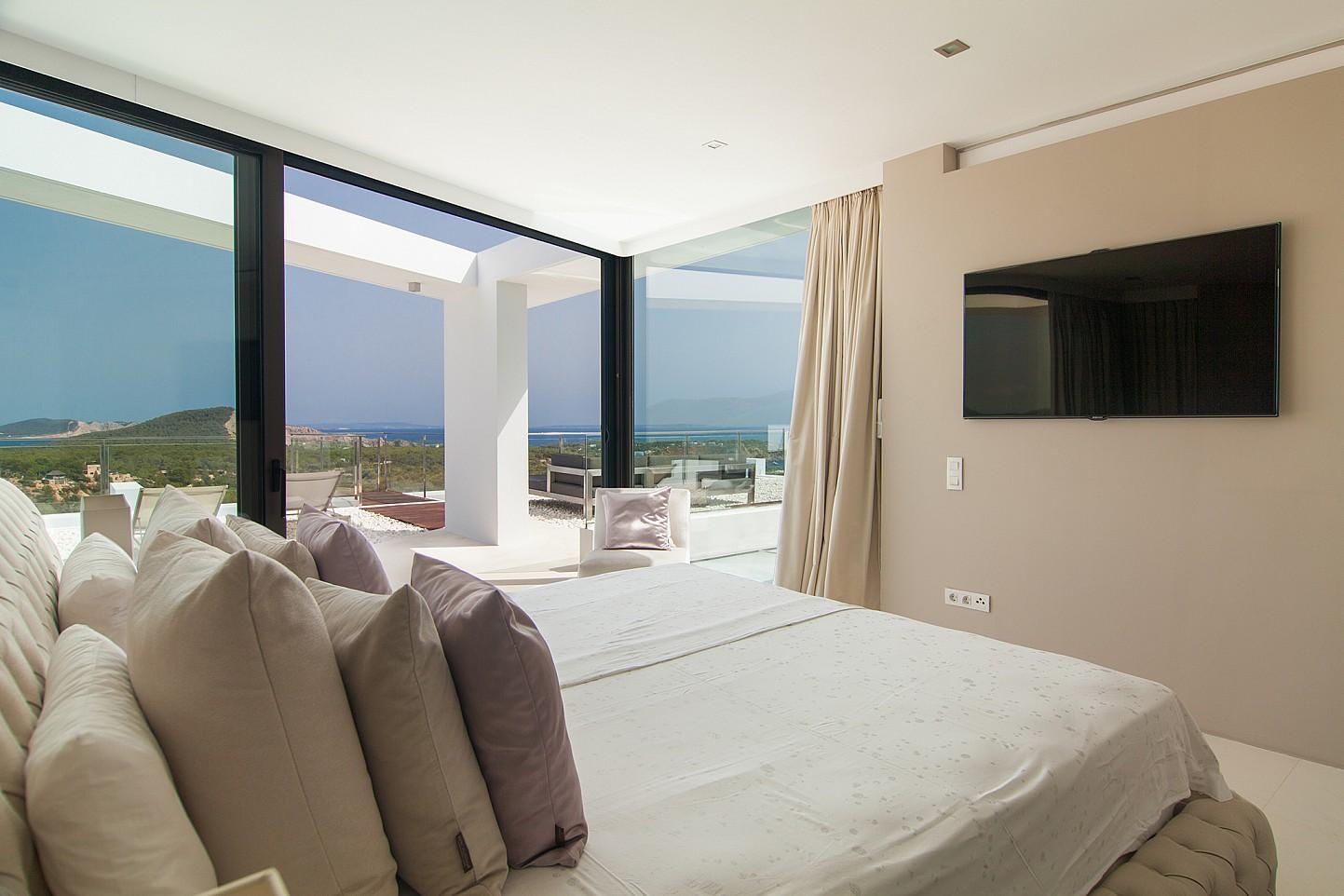 Dormitorio con acceso al exterior