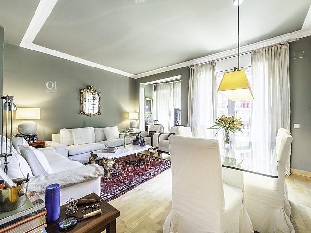 Mooi appartement te koop om te verhuizen naar Les Corts, Barcelona.