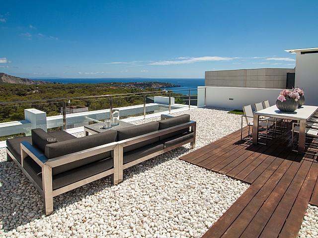 Terraza en el piso superior con buenas vistas
