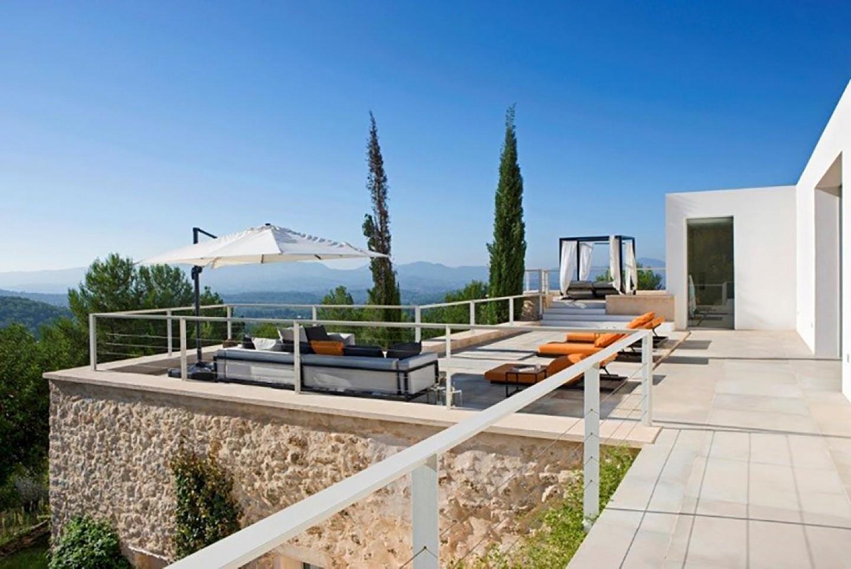 Magnífica terrassa solejada amb bones vistes