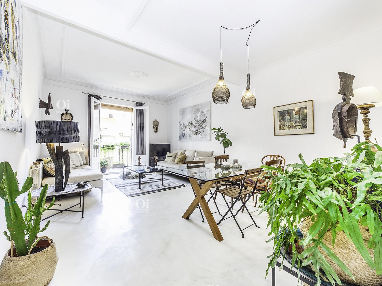 Красивая квартира на продажу в Ciutat Vella, Барселона.