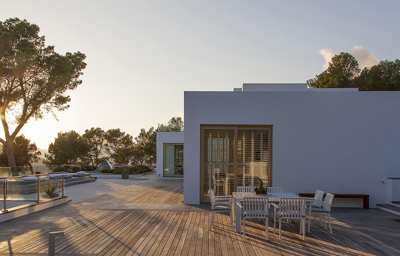 Солнечная терраса виллы в аренду в Эс Ведра