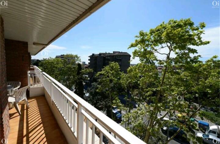 Продается красивая квартира для переезда в Les Tres Torres, Барселона.