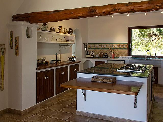Cocina abierta completamente equipada