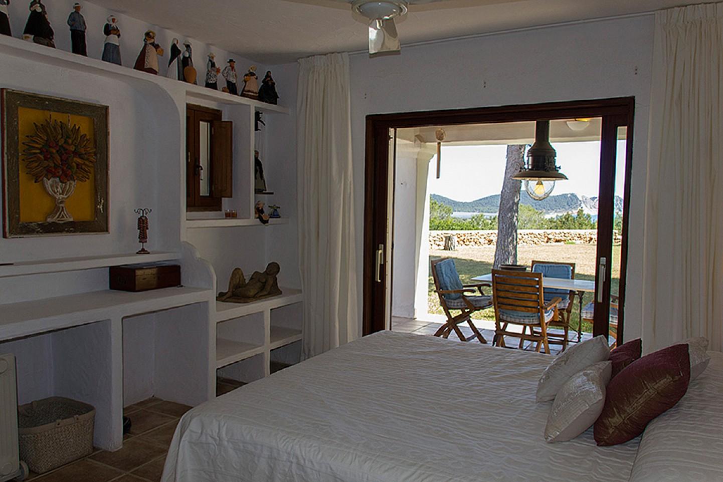 Dormitorio 1 con acceso al jardín