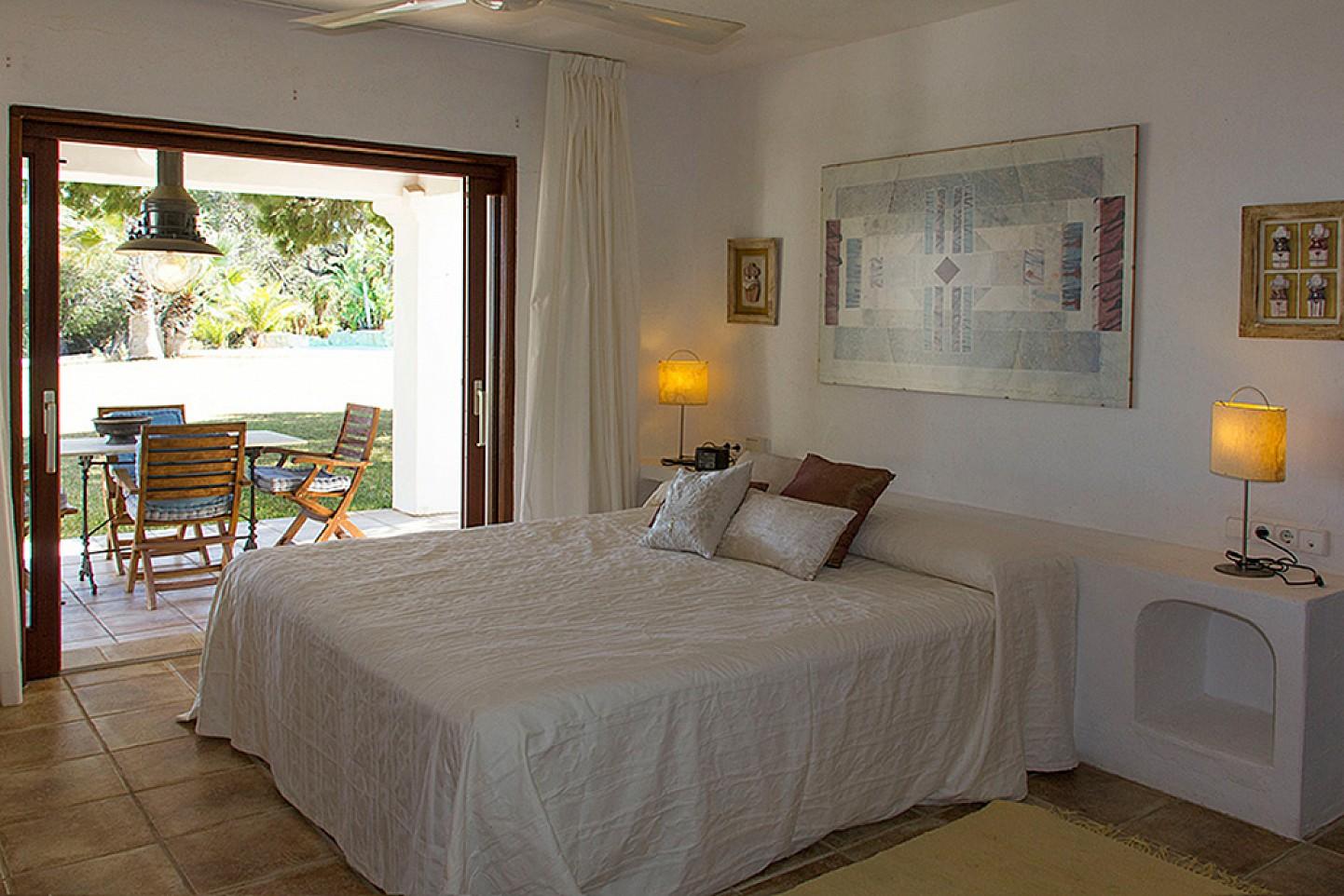 Dormitorio1  con salida al jardín