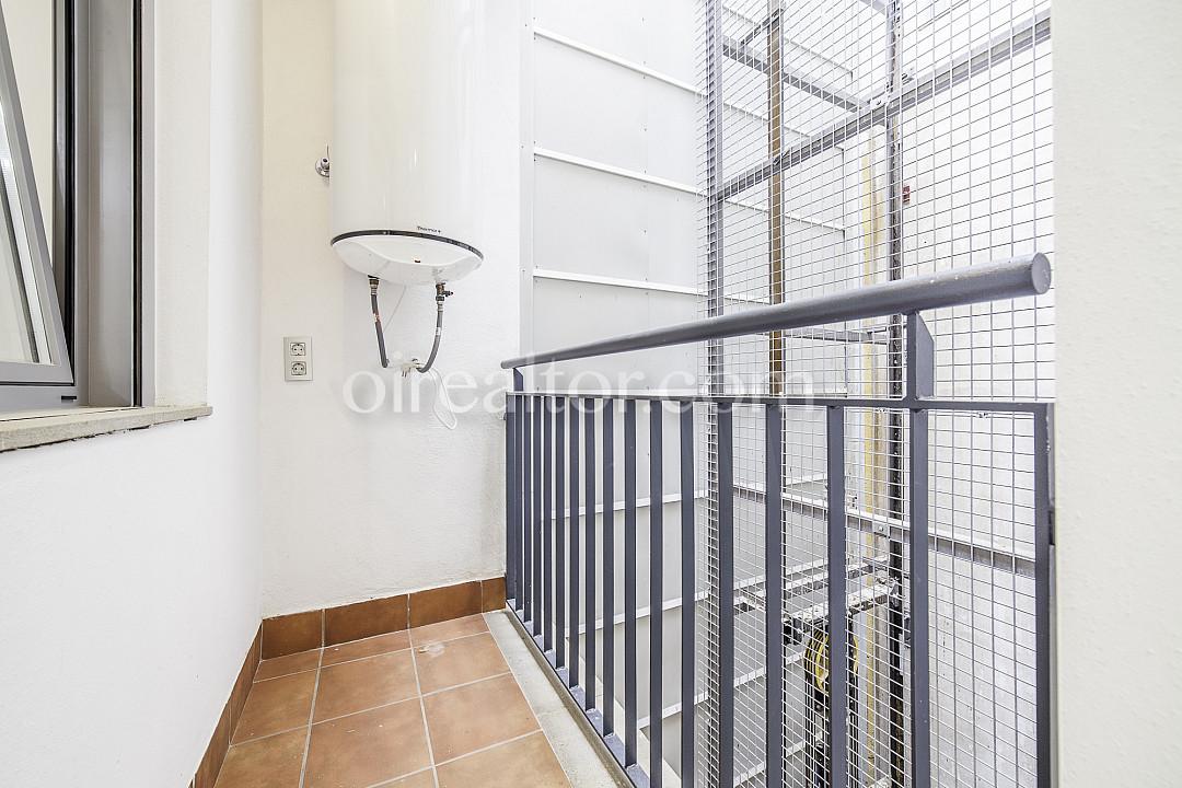 Продается квартира в новостройке в районе Побленоу, Барселона.