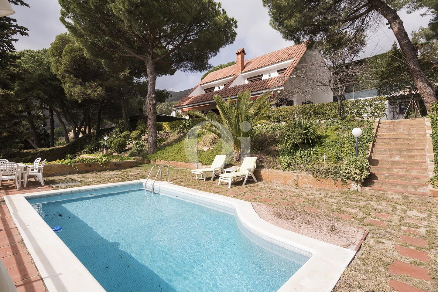 Шикарный бассейн дома на продажу в Сант Висенс де Монтальт