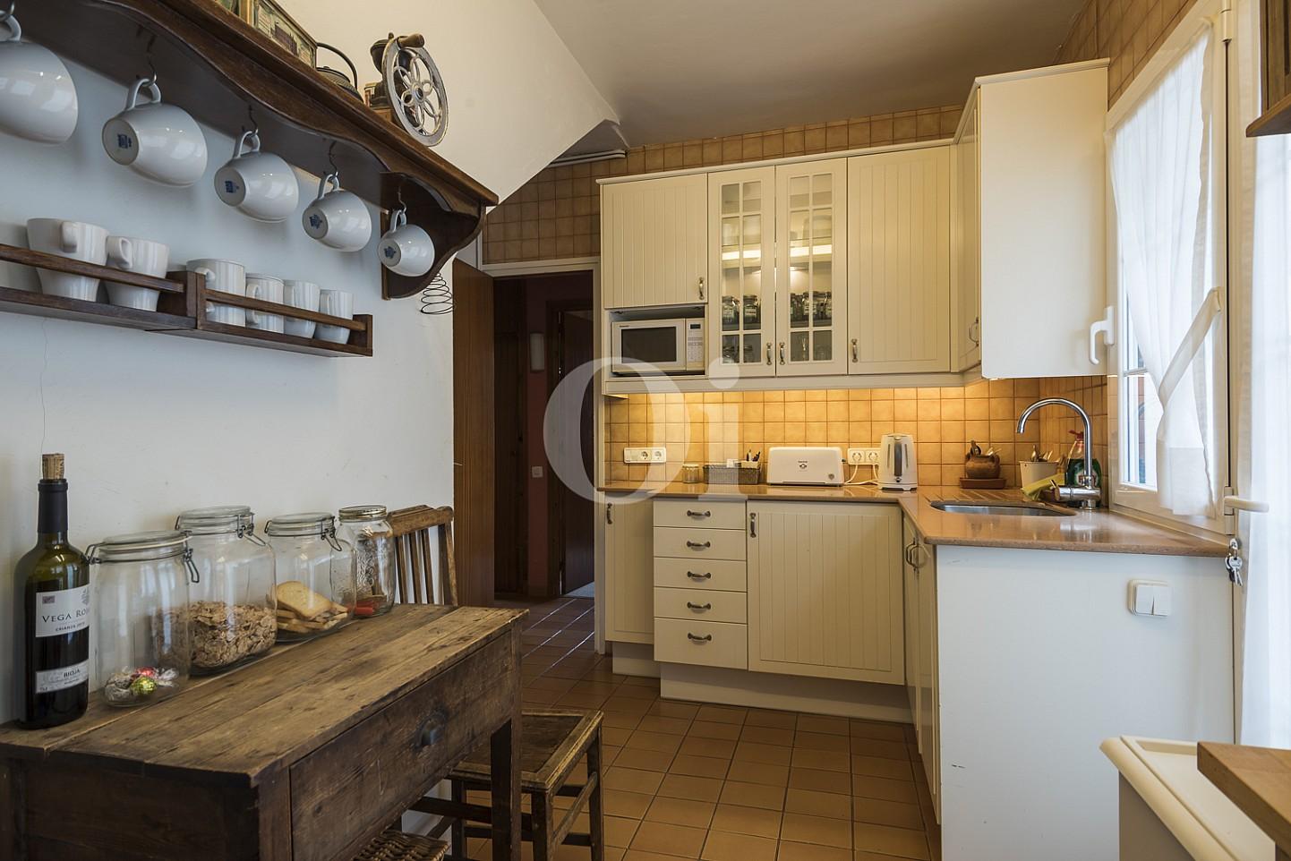 Большая кухня дома на продажу в Сант Висенс де Монтальт