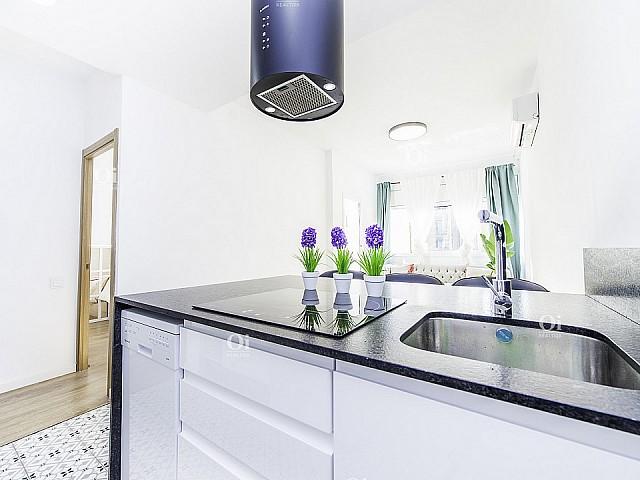 Lindo apartamento para alugar completamente renovado em Poble Sec, Barcelona.