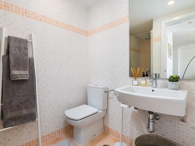 2nd Bedroom Bathroom (1)