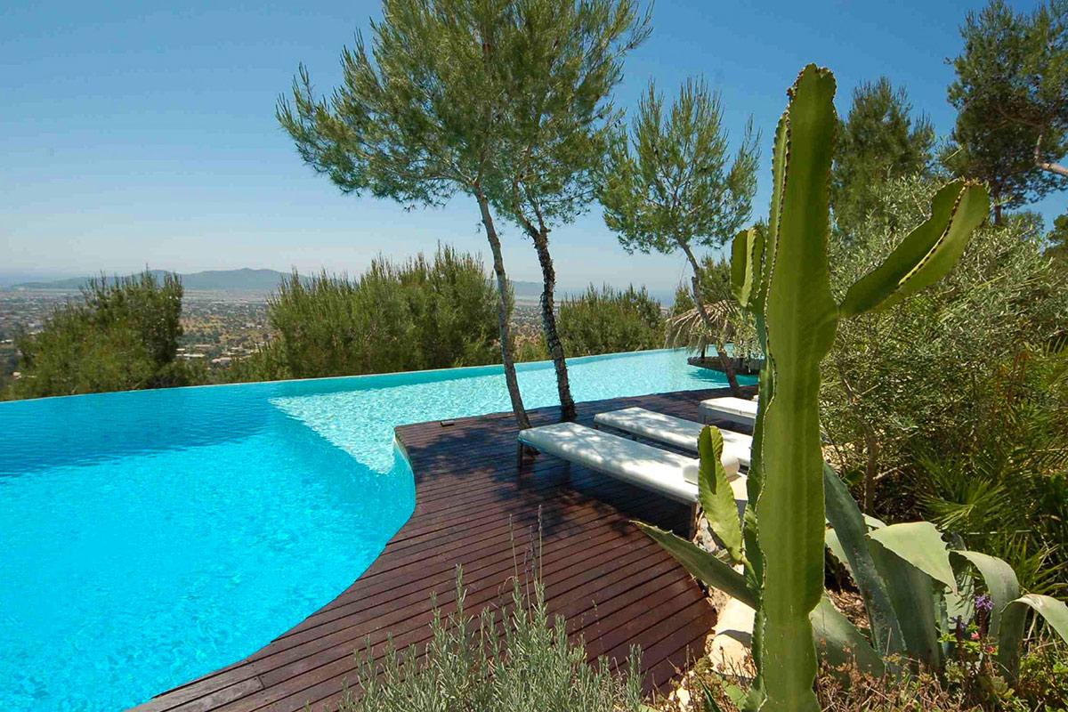 Роскошный бассейн виллы в аренду в Эс Салинас