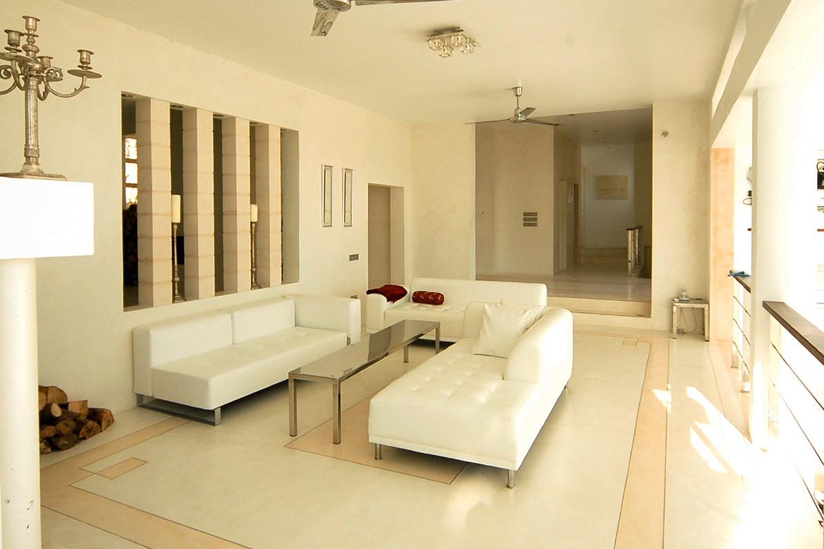 Просторная гостиная виллы в аренду в Эс Салинас