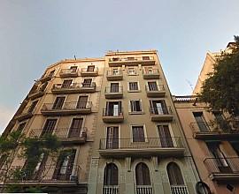 Edificio en venta en Barcelona junto a Sagrada Familia en el Eixample, Barcelona