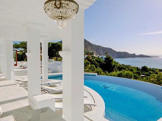 Luxosa vila en lloguer amb vistes a Cala Jondal, Eivissa