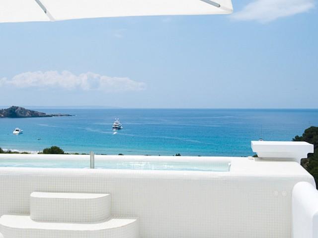 Excelentes vistas al mar desde una de las terrazas de la villa