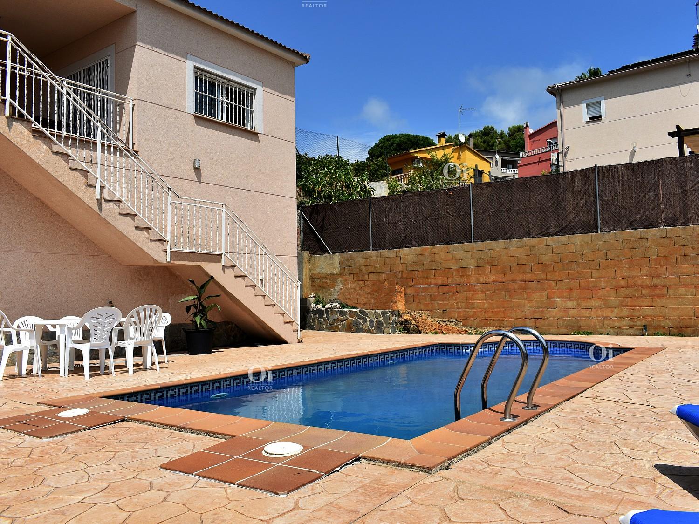 Лос Пинарес дом с видом на море, в 2 км от пляжа.