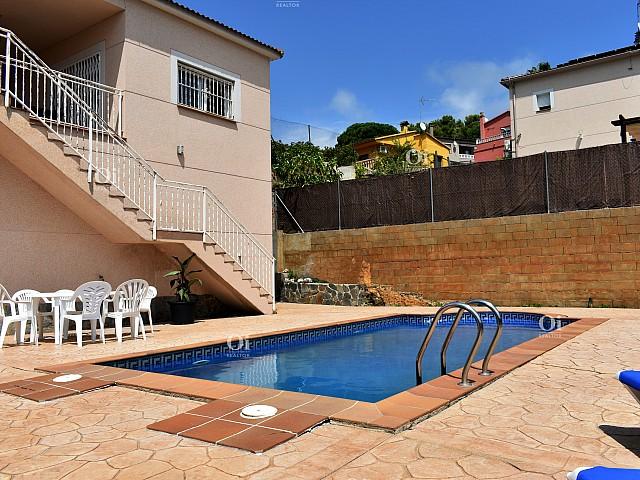 منزل لوس بيناريس مطل على البحر ، 2 كم من الشاطئ.
