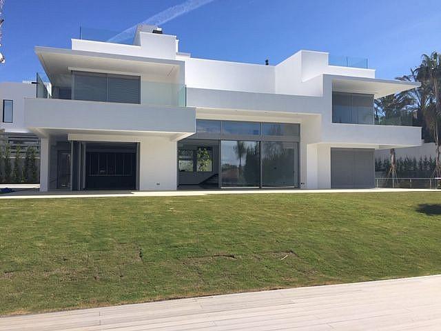 Villa en Venta en Guadalmina Baja, Marbella, Malaga