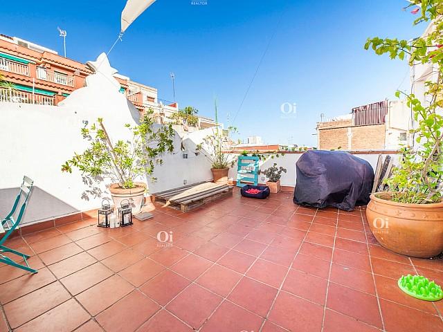 Ático en venta en Camp del Arpa, Barcelona ideal inversion