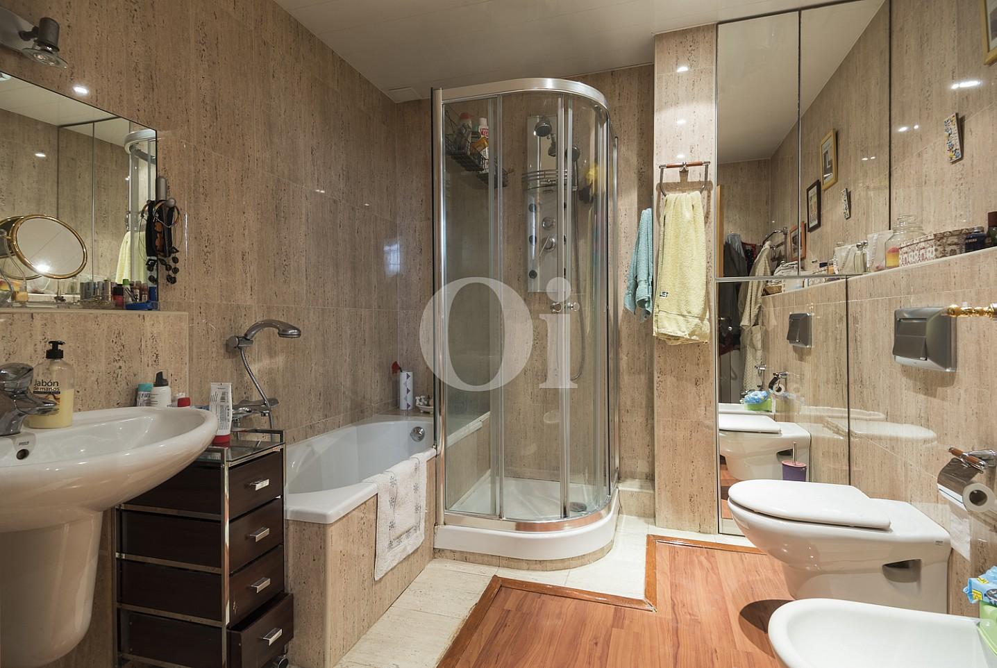 Baño completo con plato de ducha