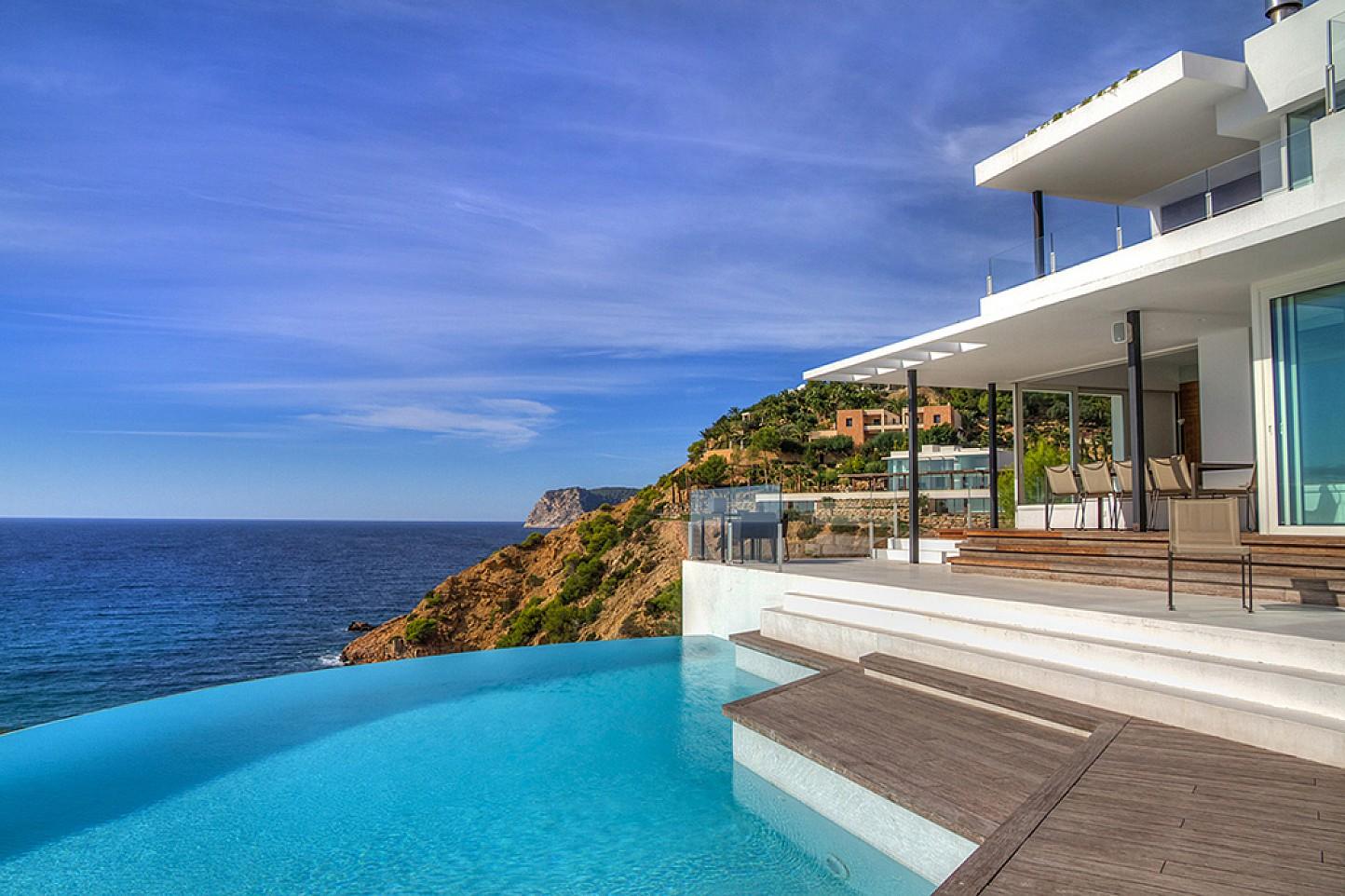 Magníficas vistas al mar desde la zona de la piscina