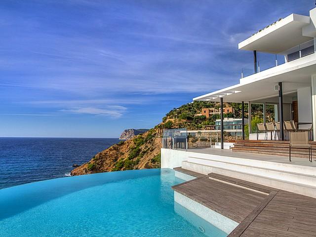 Magnífiques vistes al mar des de la zona de la piscina