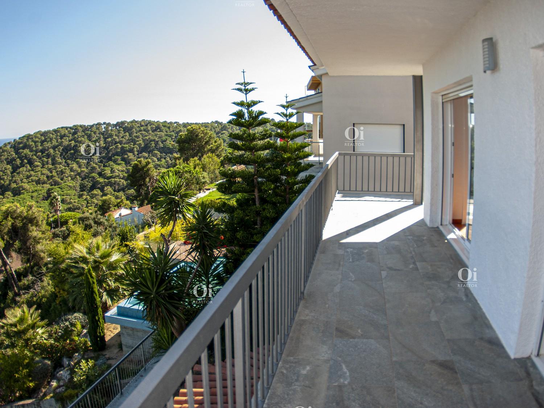 Красивый дом с видом на море в Санта Кристина, Бланес