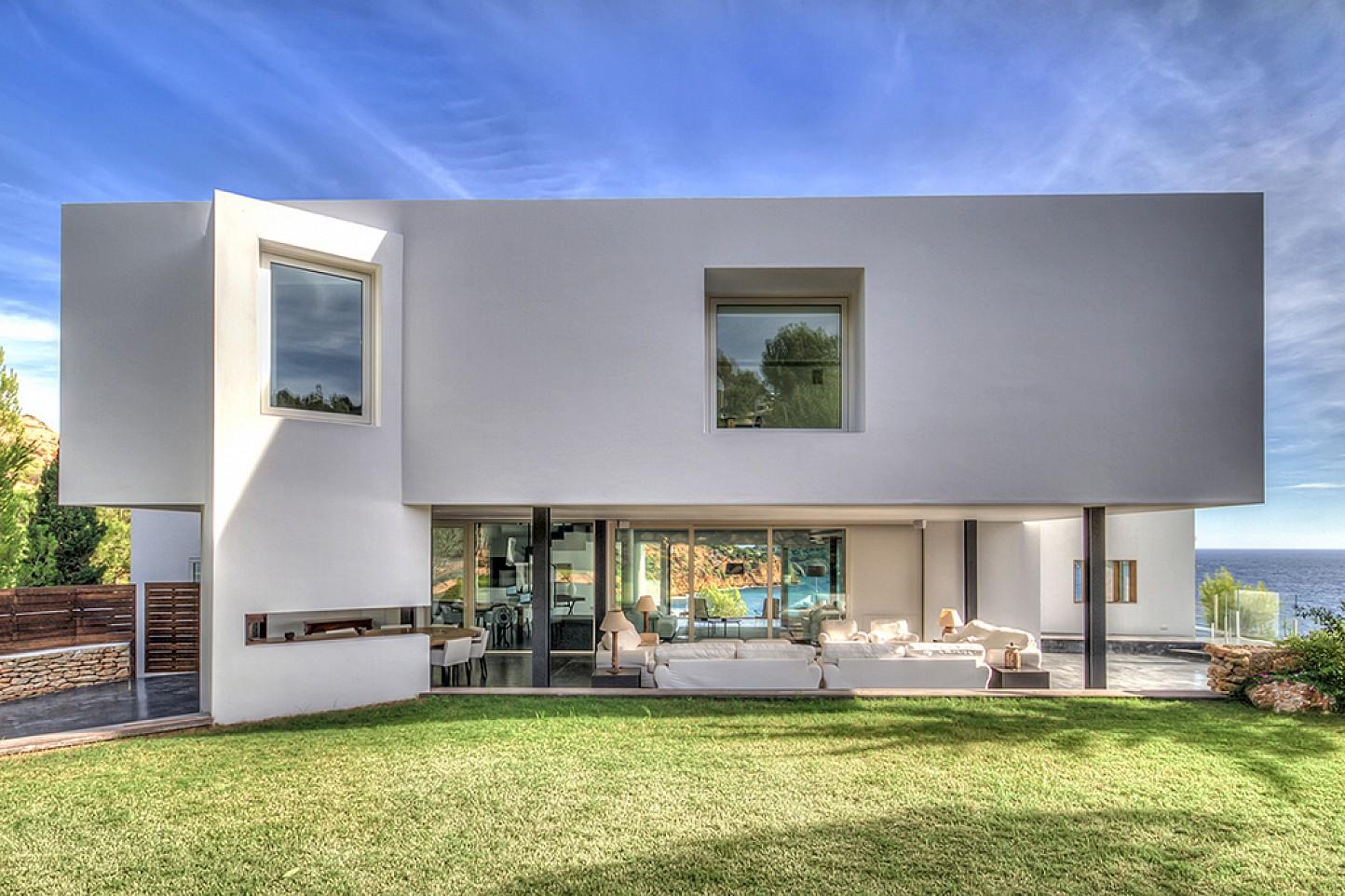Вид на дом виллы в аренду в Виста Алегре