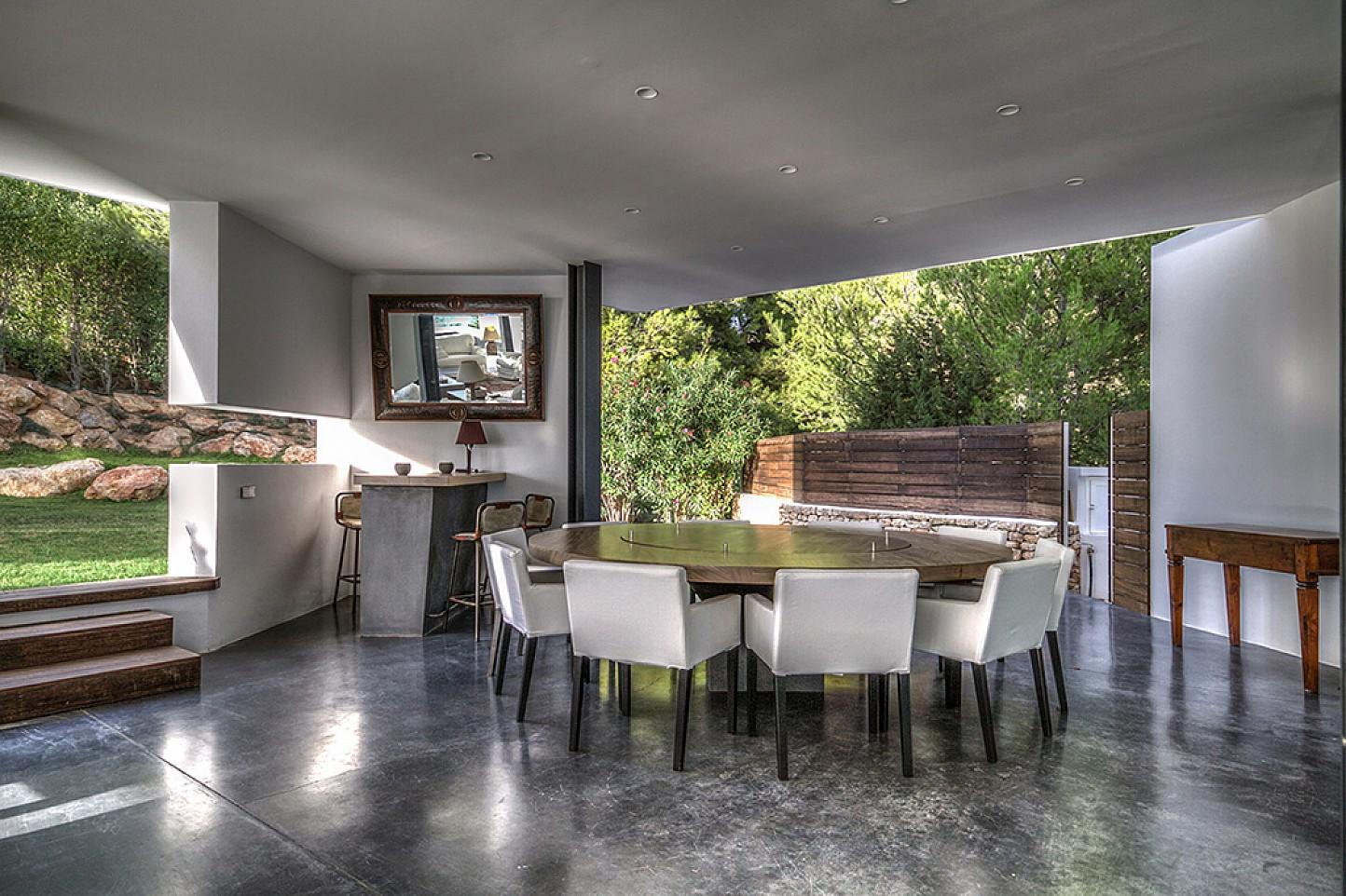 Просторная столовая виллы в аренду в Виста Алегре