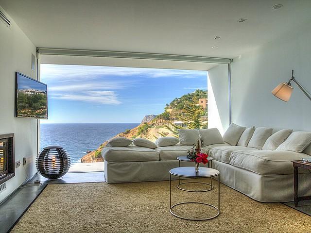 Sala d'estar amb bones vistes al mar